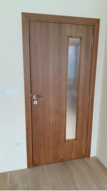 Интериорна врата фурнирован МДФ- остъклена